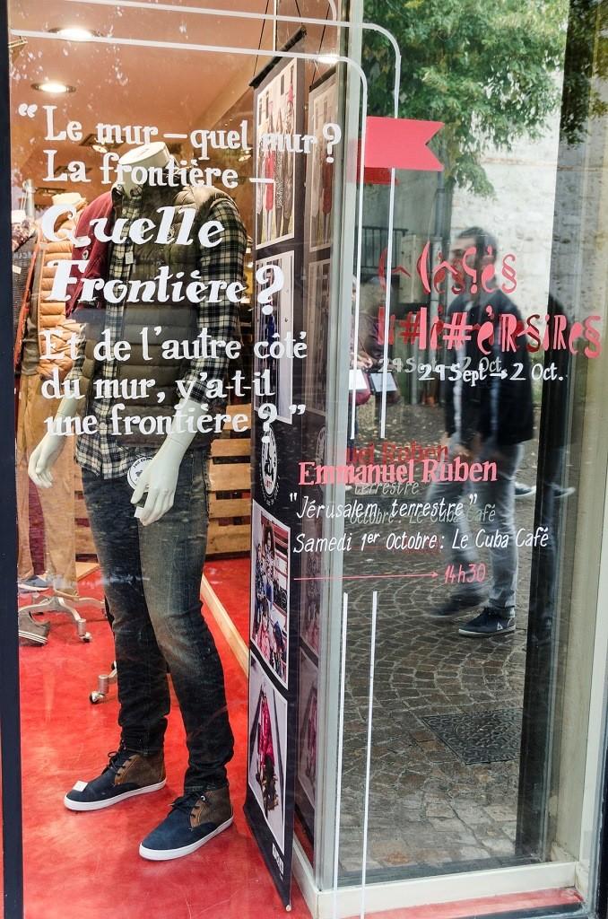Vitrine. Rue Ste-Croix