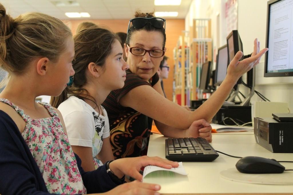 Petits reporters du collège Monod, avec Rhania Salhi de Montélimar News
