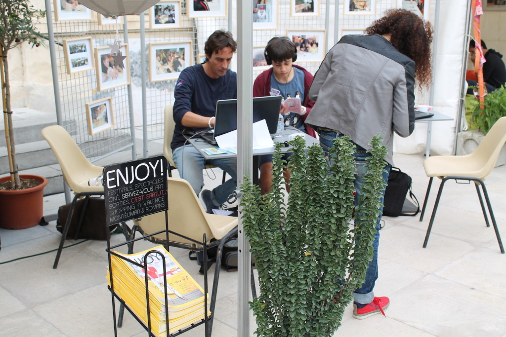 Village des Cafés - Les Petits reporters en plein travail ! © D.R.