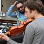Village des Cafés - Plateau Radio M avec Hubert Haddad, Sylvain Prudhomme et Vincent Bader (violoniste) © D.R.